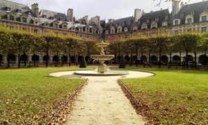 Place des Vosges - Laura Spoonie
