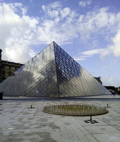 Le Louvre Pyramid