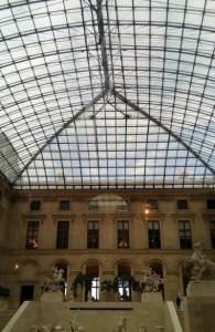 Le Louvre museum - Laura Spoonie