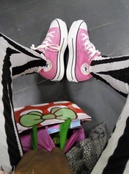 Pinku Converse - Laura Spoonie