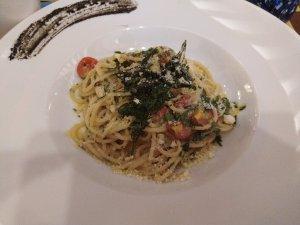 Spaghetti in Garlic Infused Olive Oil - Laura Spoonie